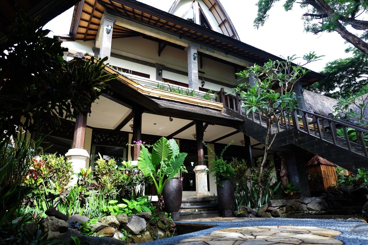 HOTEL VILA LUMBUNG SEMINYAK BALI GEDEIN PERUT